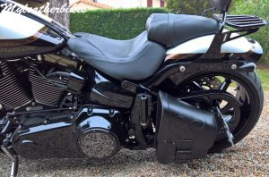 Sacoche SO02 sur Softail Breakout Pro street CVO (4)